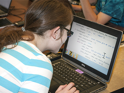 Hannah uses a screen magnification program on her computer.