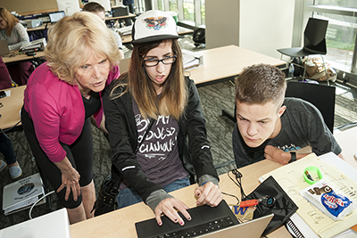 Sheryl Burgstahler discusses web accessibility with students.