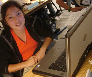 DO-IT Scholar at her computer