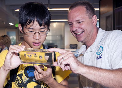 Project Director Scott Bellman showcases mouse brains to a neurodiverse student.