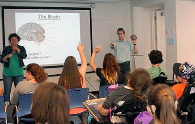 CNT Educator Eric Chudler teaches a classroom of students about the brain.